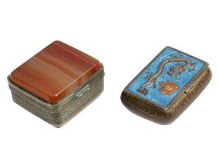 AN ANTIQUE CHINESE SNUFF BOXES AGATE ENAMEL