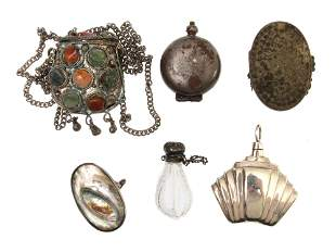 A LOT OF ANTIQUE SNUFF BOTTLES AND PENDANT