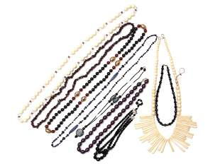 A LOT OF NINE ASSORTED JEWELRY NECKLACES