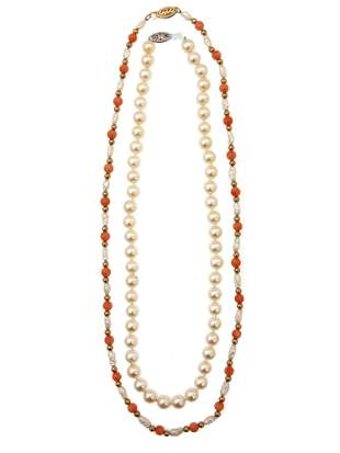 A VINTAGE PEARL NECKLACE WITH 14K AND 10KS GOLD