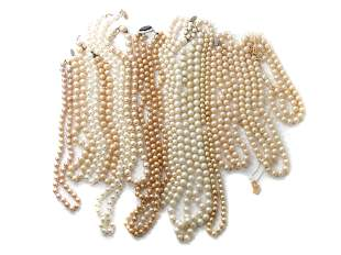 A LOT OF 12 CUSTOM JEWELRY PEARL NECKLACES