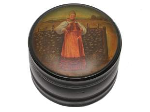AN ANTIQUE RUSSIAN LACQUER BOX BY VISHNYAKOV