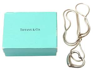 A TIFFANY & CO SILVER ELSA PERETTI HEART NECKLACE