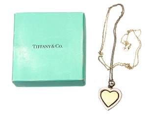 A TIFFANY & CO SILVER PERETTI PENDANT NECKLACE