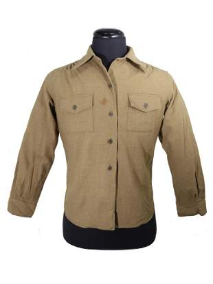 A U.S. ARMY WWII PERIOD MILITARY SHIRT