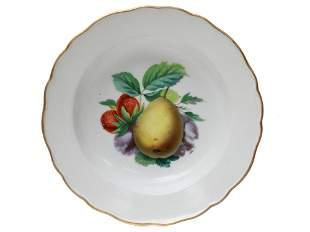 AN EARLY 19TH CEN. MEISSEN PORCELAIN FRUIT PLATE