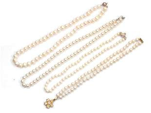 A SET OF FOUR VINTAGE PEARL NECKLACE