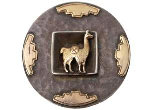 A VINTAGE 18K GOLD & 925 SILVER LAMA BROOCH PERU