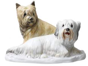 A VINTAGE HEREND HUNGARY PORCELAIN PAIR OF DOGS