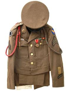 A RARE WWII COMPLETE US ARMY UNIFORM WITH PHOTO