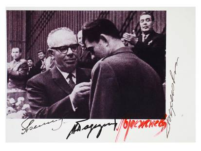 A SIGNED PHOTOGRAPH OF SOVIET COSMONAUTS