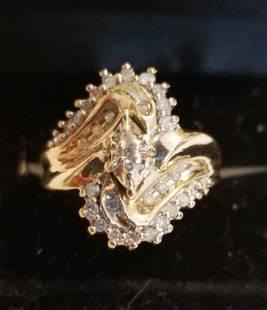 Beautiful 10 KT Gold and Diamond Ring