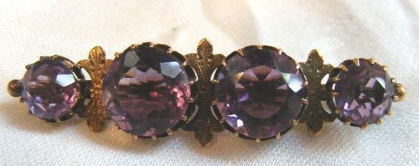 1003: 14K gold Victorian bar pin with amethyst colored