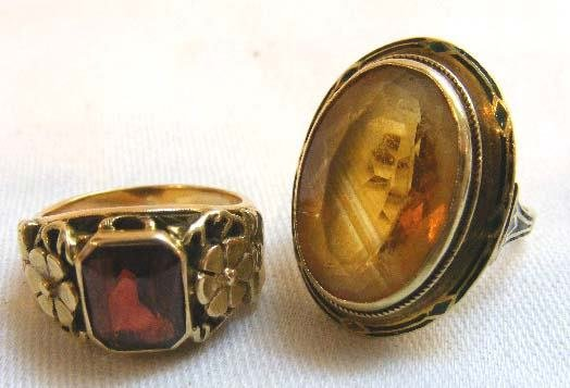 1005: 2 14K gold vintage rings. One enameled ring with
