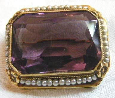 1007: Victorian 14K gold brooch set with amethyst color