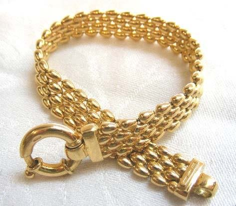 1017: 18K heavy yellow gold bracelet measuring 8 inches