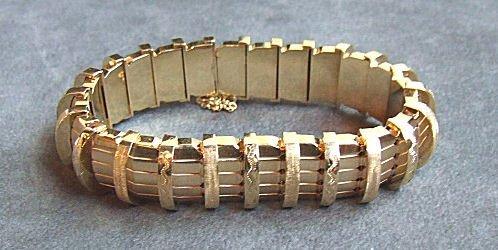7: 14K Gold bracelet, fine quality, excellent condition