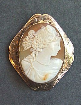 14: 10K gold Victorian shell cameo, engraved frame, cam