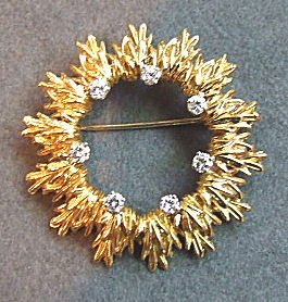 21: 18K gold & diamond circular brooch set with 7 diamo