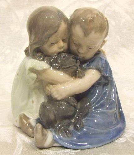 412: Royal Copenhagen figurine #707, two children with