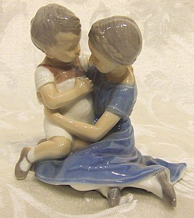 415: Bing & Grondahl figurine 1568, two children, excel