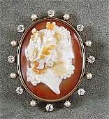 127 Victorian 14K yellow gold hard stone cameo brooch
