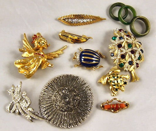 11: Lot of estate costume jewelry including Panetta bee