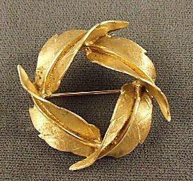 """23: 14k gold leaf pin, 1.5"""" diameter, 10.5 grams"""