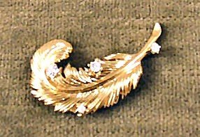 13: 14k gold leaf pin with 4 diamonds