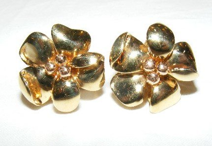 34: 18k gold earrings, floral design w/ posts, marked .