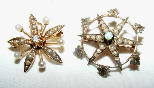 41: 2 gold star shaped pins. One had a diamond center &