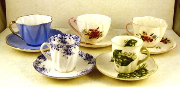 21: Lot of 5 Shelley cups & saucers, Dainty Blue, Stock