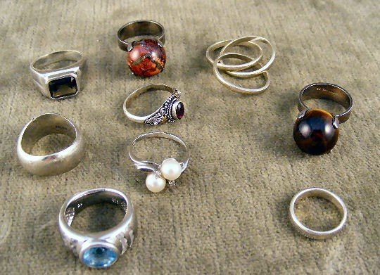 22: Lot of 11 sterling rings & bands, some set with sto