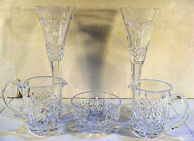 17: Waterford crystal lot, 2 Millennium champagne flute