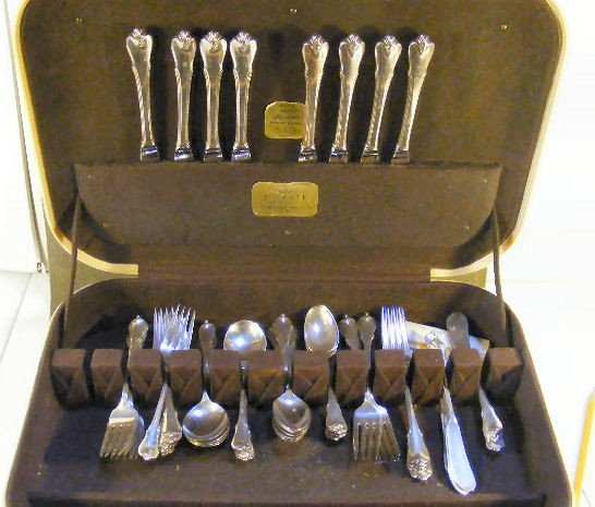 108: Wallace sterling silver Grand Colonial flatware, 8