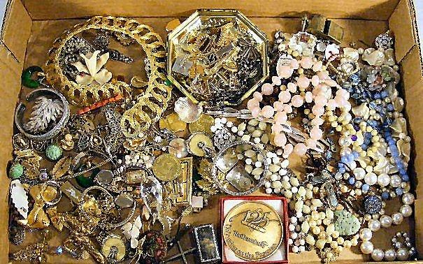 45J: Lot of misc. estate costume jewelry, cufflinks, ne