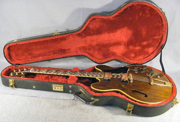 44L: 1968 Gibson Electric guitar w/ case. Gibson Stereo