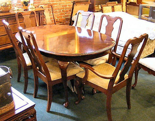 16H: Dining room set, oval table, 6 side chairs & two a