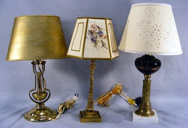 5L: Lot of 3 lamps, brass gimble type, bronze boudoir l