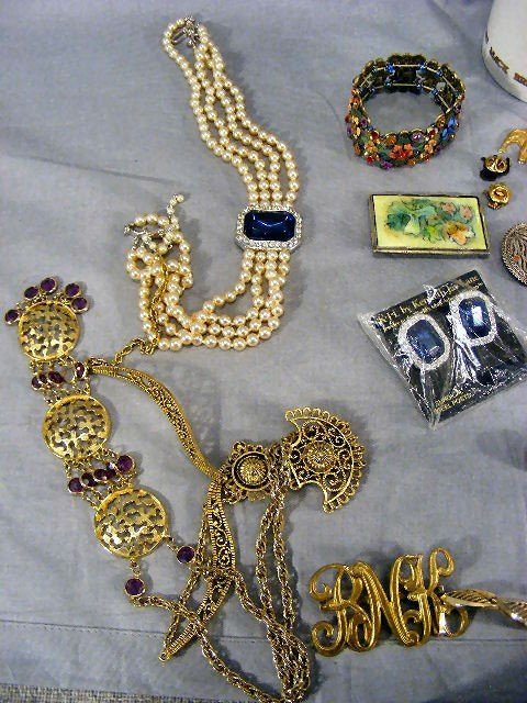 180O: Jewelry, costume, Mack Truck bulldog items, neckl - 2