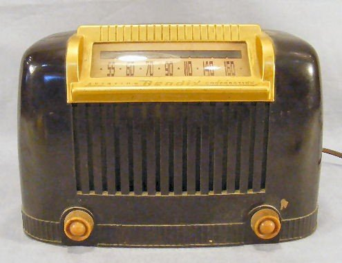 9I: Bendix model 111 radio, no cracks to case, one smal