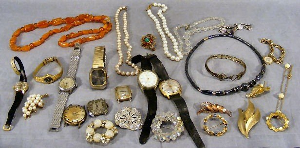 18A: Lot of misc. costume jewelry and wristwatches, bea