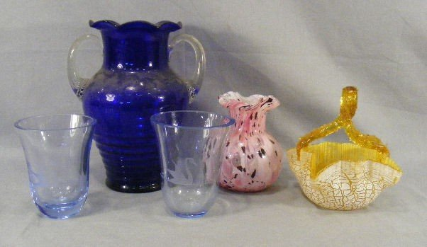 12F: Lot including two glass vases with swan etchings,