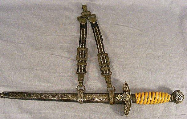117A: German Third Reich Luftwaffe dagger with hanger,