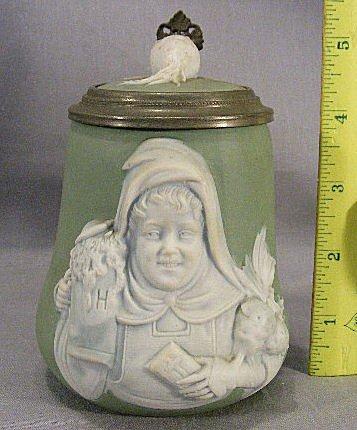 47Q: German stein with ceramic lid with radish, radish