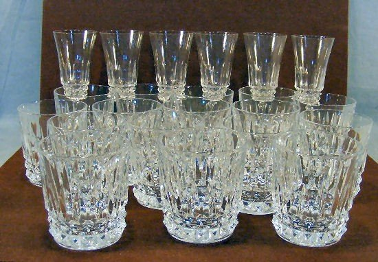 """20U: Lot of 6 unmarked glass 6.5"""" wine glasses and 16 -"""