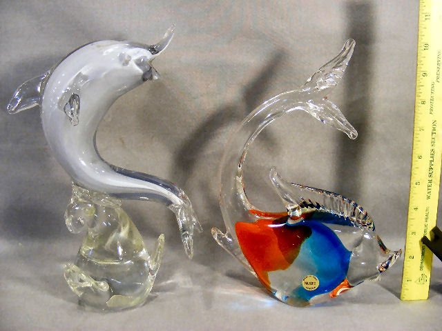 2A: Murano glass figurine of fish with sticker and 10.7