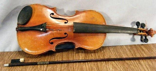 "23L: Estate violin & bow, no label, 22"" long"