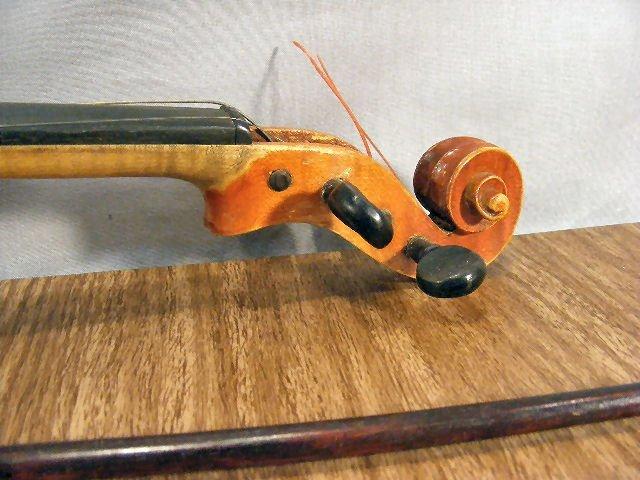 "23L: Estate violin & bow, no label, 22"" long - 3"
