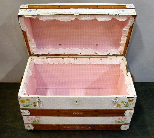 195X: Vintage dome top trunk, painted - 2